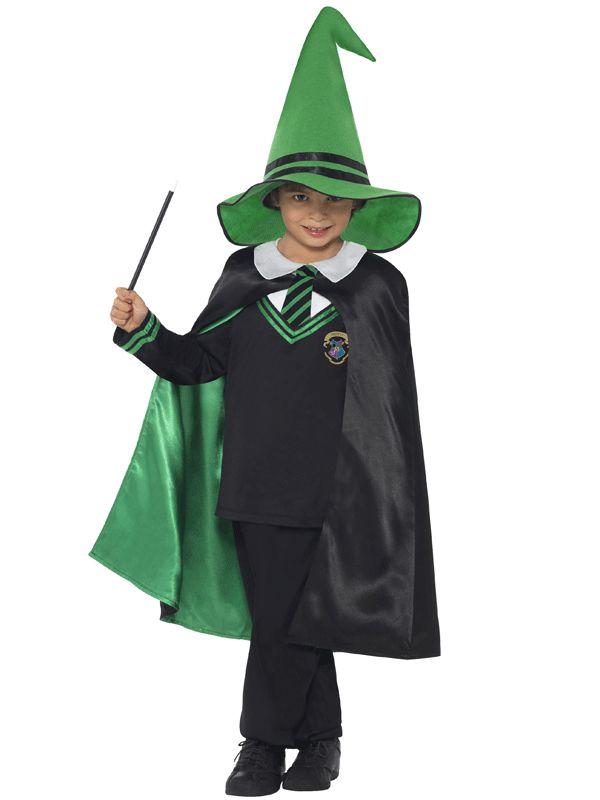 Tovernaars leerling kostuum voor kids. Groen met zwart tovenaar kostuum voor kids, inclusief top, cape en hoed. Carnavalskleding 2015 #carnaval