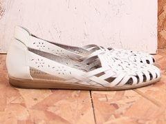 NO. 432 WHITE HUARACHES SZ. 7 I really want a pair!!!