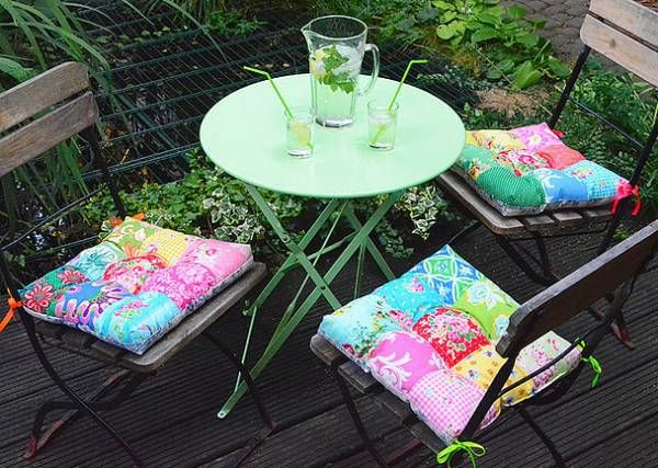 Nadra Ridgeway of Ellis and Higgs shares on her blog how to make these pretty patio chair cushions. She was one of several talented sewers who participated in the Summer Blog Party 2015. I know it&…
