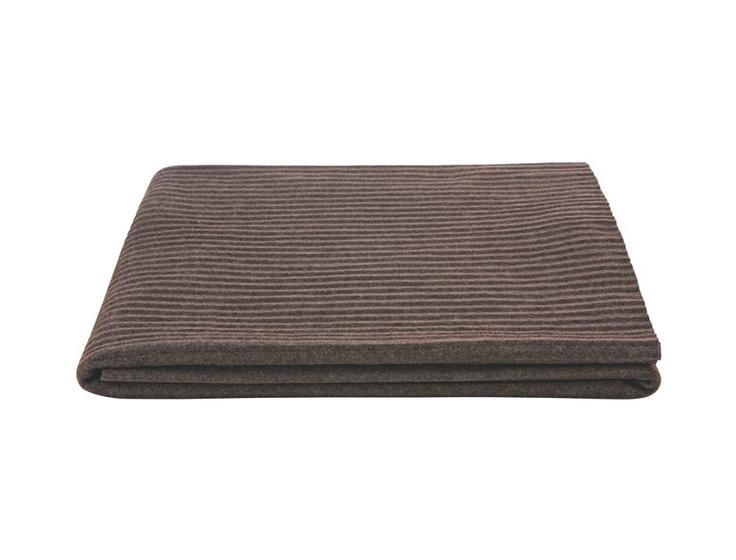 Accordian fleece pledd 140x170cm. Finnes også i grått og kremfarget. Kr. 390,-
