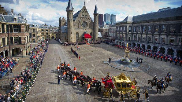 Gouden koets op Binnenhof tijdens Prinsjesdag 2012