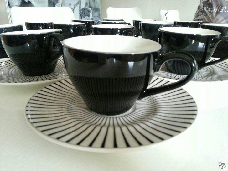 Kaffekoppar (servis) och fat. Svart vita. Zeb