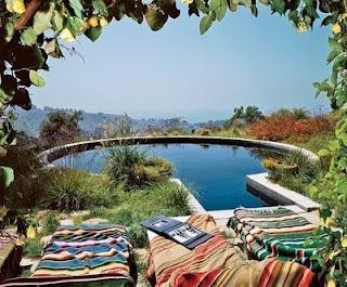 TenThings: '60's surf culture.: Gardens Ideas, Gardens Ponds, Favorite Places, Secret Places, Swim Pools, Black Tile, Dreams Pools, 60S Surfing, Dark Bottoms Pools