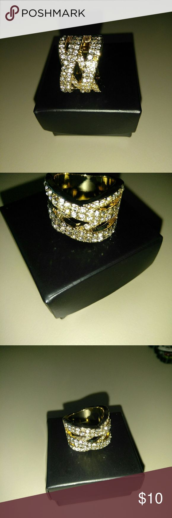 Avon ring size 6 Gold metal ring with Crystal  one small stone is missing as show in picture # 1 avon Jewelry Rings