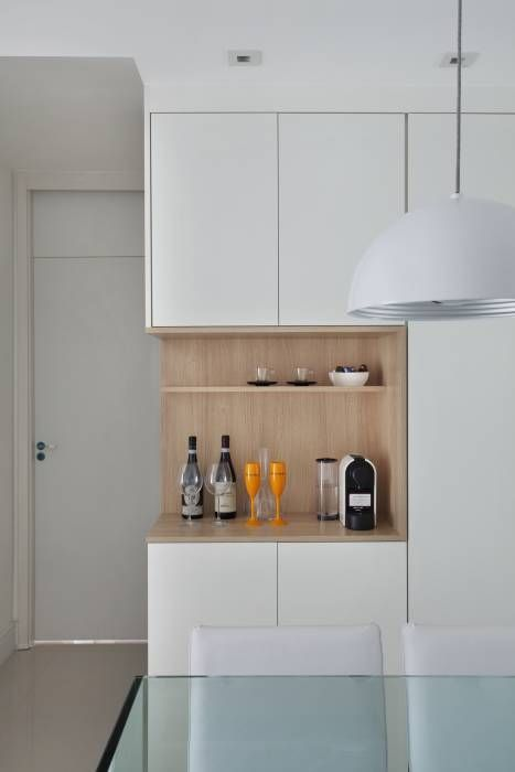Apartamento pequeno: Salas de estar Moderno por Carolina Mendonça Projetos de Arquitetura e Interiores LTDA