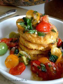 Abends schaut es bei Frau S. aus wie im Restaurant: Polentataler mit Tomaten