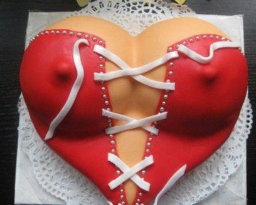 За 400 гривен можно заказать торт-грудь или пирог-автомобиль