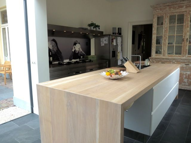 Arclinea Convivium inox and hight gloss white with worktop in wood