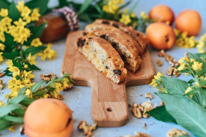 Využi úrodu marhúľ a priprav si sladké pečivo na raňajky. Recept na marhuľový chlebík je veľmi jednoduchý, zvládne ho každý.