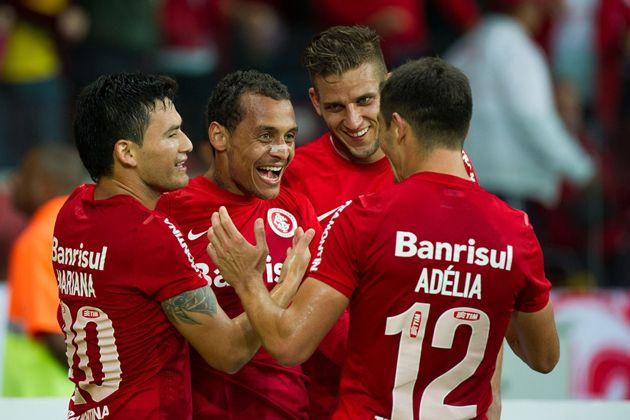 Site oficial do Sport Club Internacional - Inter vence Atlético-PR de virada e lidera o Brasileirão - 10/05/2014