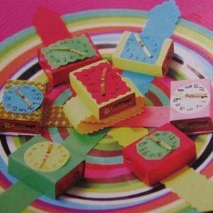 Rozijnen horloge http://www.gezonde-traktatie.nl/traktaties/gezonde-traktaties/rozijnen-doosjes/rozijnen-horloge/