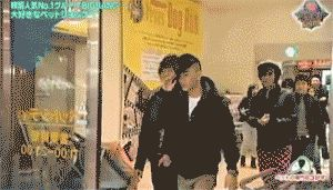 it's the most cutest gif! Taeyang is so adorable!