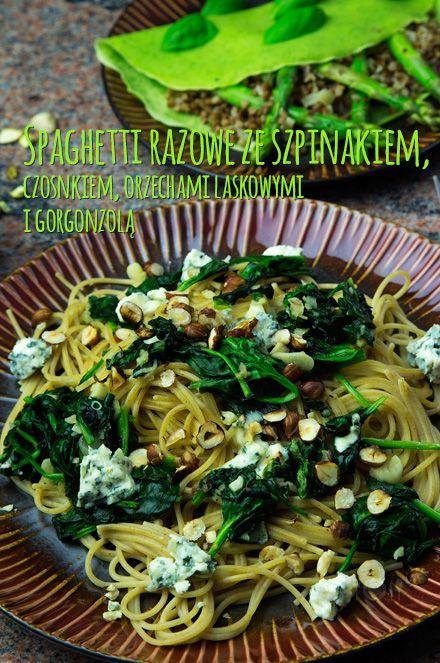 Zielono na talerzu c.d. - Spaghetti razowe ze szpinakiem, czosnkiem, orzechami laskowymi i gorgonzolą http://gotowaniezpasja.pl/wloskie-klimaty/makarony/367-spaghetti-razowe-ze-szpinakiem-czosnkiem-orzechami-laskowymi-i-gorgonzola #foodphotography #foodporn #fotografiakulinarna #blogkulinarny #gotowaniezpasją #pawełłukasik #grzegorztargosz