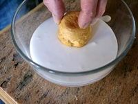 Glace royale - Ingrédients 1 blanc d'oeuf - 150 grammes de sucre glace - 1 filet de jus de citron.
