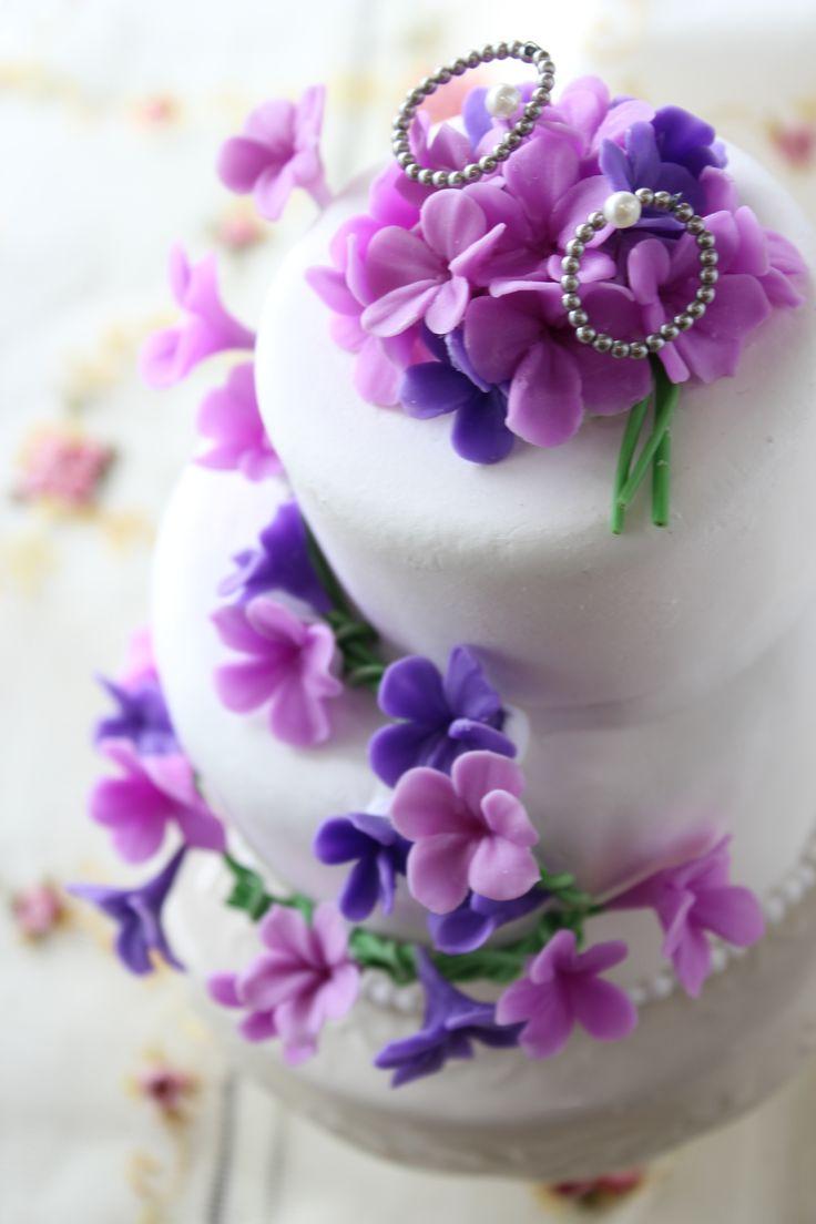 http://clayartwedding.net/  クレイのケーキ型リングピロー