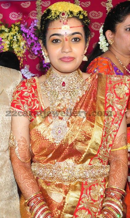 Loving her bridal kanjeevaram sari...with gota patti work on the edge of the pallu which matches her blouse