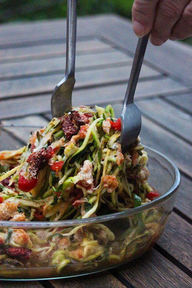 Les spaghettis de légumes, ça n'a jamais été une révélation quand j'ai commencé à manger sain. Ma mère en faisait quelques fois en se servant d'un simple économe et elle les faisa…
