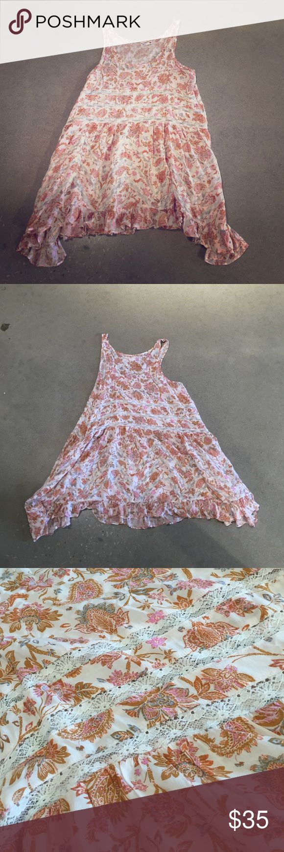 Free people dress/ tunic Free people dress/ flowey tunic. So cute over ripped jeans with a beautiful flower pattern and lace cut outs. If you're short enough this can totally be a cute belted summer dress. Perfect for bbqs or back to school. Free People Dresses Mini
