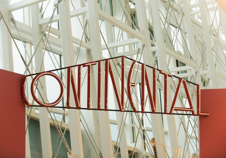 Neón da película 'Continental'. Foto: Manuel G. Vicente.