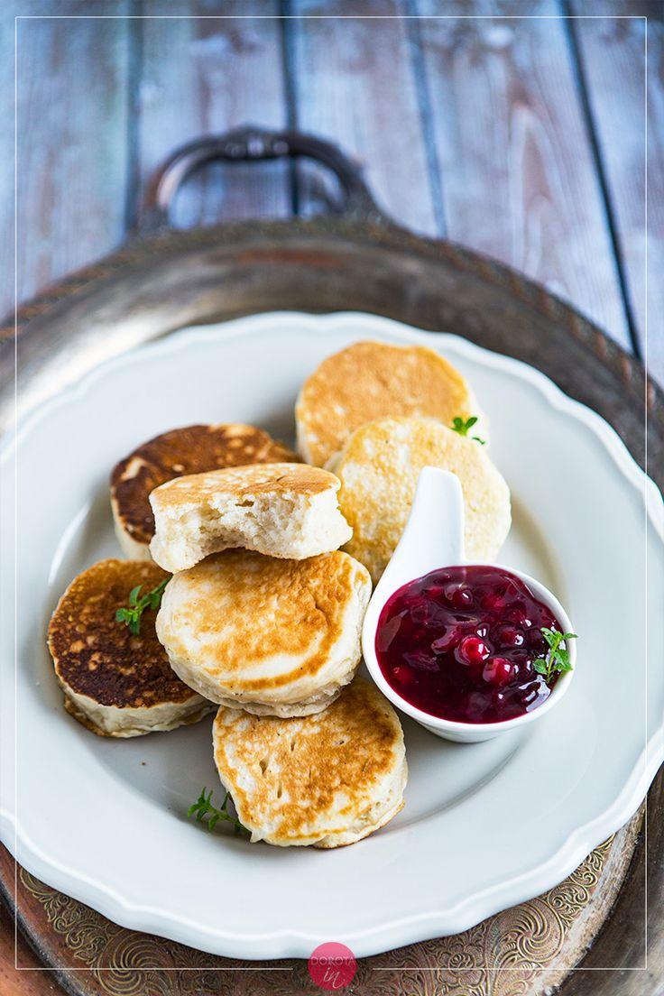 Crumpets czyli pyszne i puszyste, brytyjskie placki, takie odpowiedniki polskich racuchów. Doskonałe na śniadanie <3. #placki #racuchy #śniadanie #przepis #jedzenie #crumpets