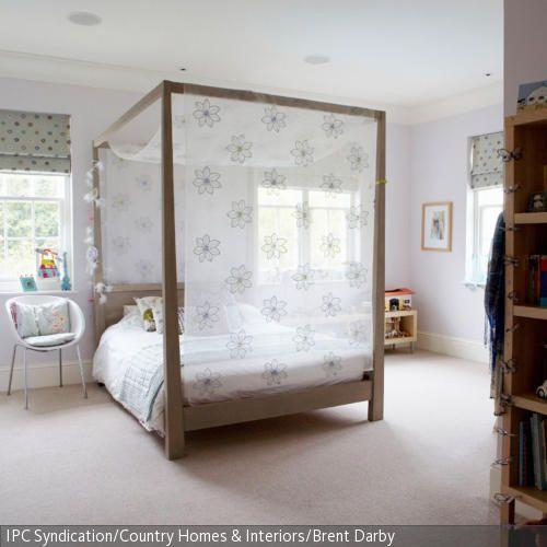 Luxus Schlafzimmer Mit Himmelbett ~ Angenehme Träume verspricht dieses Himmelbett mit zartem Blumenmuster