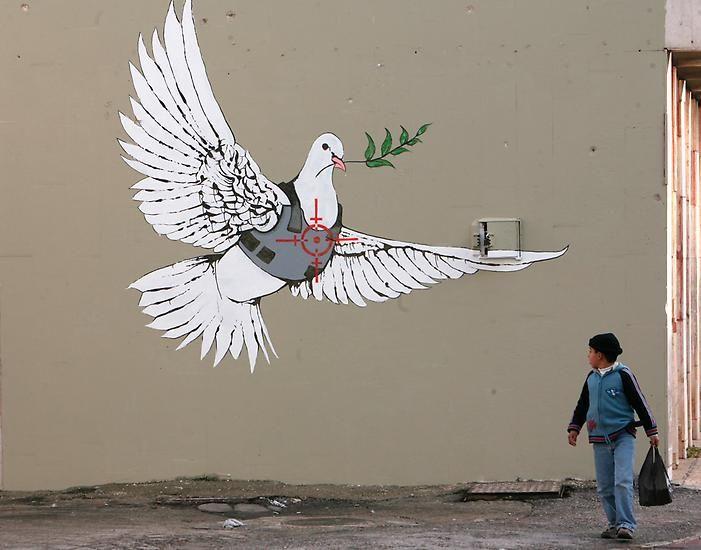 Banksy ist provokant, kritisch und er verarbeitet oft politische Themen in seinen Werken.