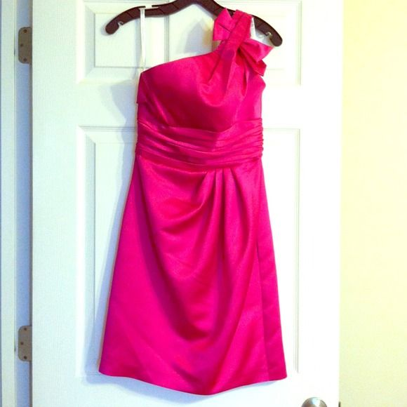 💗💗SALE💗💗David's bridal bridesmaid dress Perfect cocktail dress or bridesmaid! Color: Begonia style: 84333. One shoulder, satin, back zip. Worn once! Please no low balling. David's Bridal Dresses
