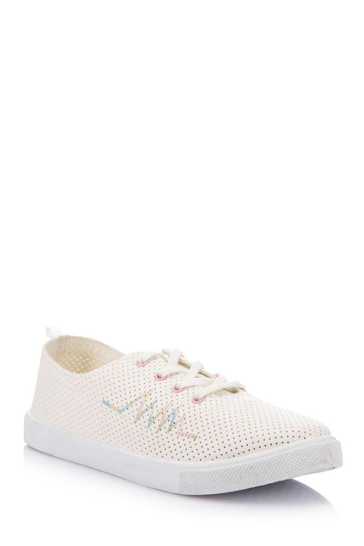DeFacto Marka Delikli Bağcıklı Ayakkabı || Rahat kalıbı ve kolay kullanımı sayesinde ayaklarınızı rahat ettirecek ve kıyafetlerinizle kolayca kombinlenecek DeFacto bayan ayakkabı                        http://www.1001stil.com/urun/3332843/delikli-bagcikli-ayakkabi.html?utm_campaign=DeFacto&utm_source=pinterest