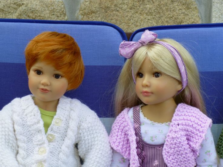 Kidz 'n' Cats dolls Roby and Grace. Knittings are my own creations.