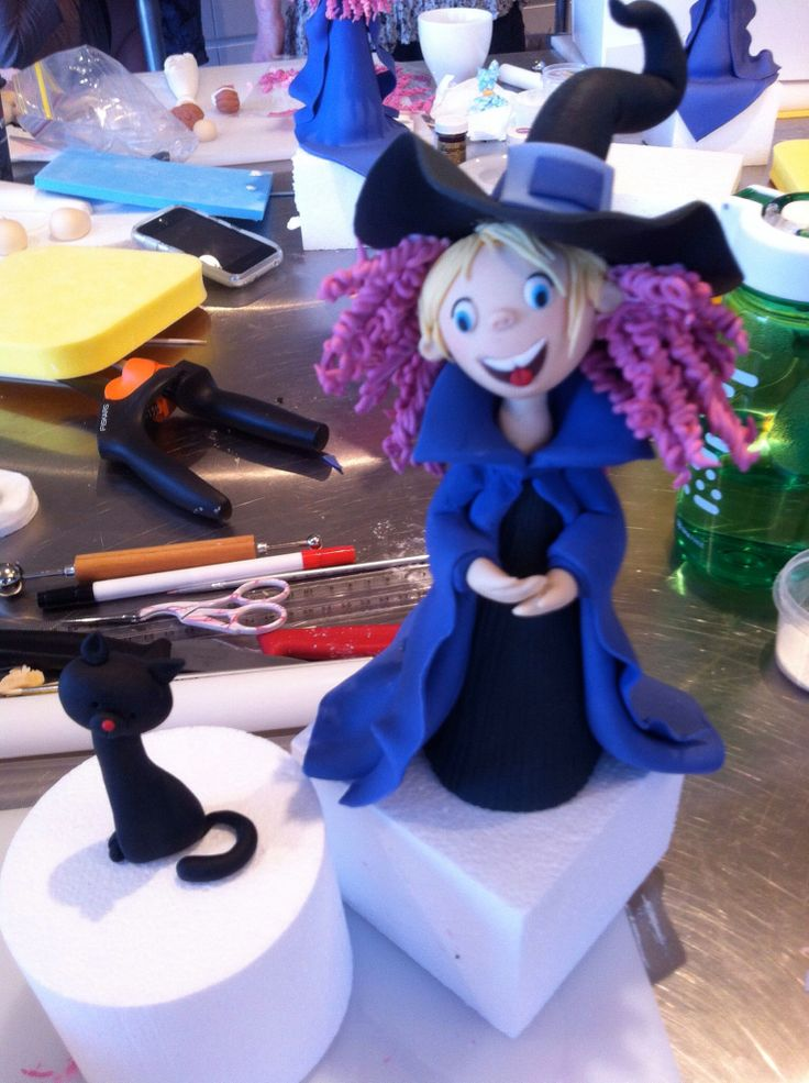 Trick-or-treat witch cake topper made at Carlos Lischetti class.