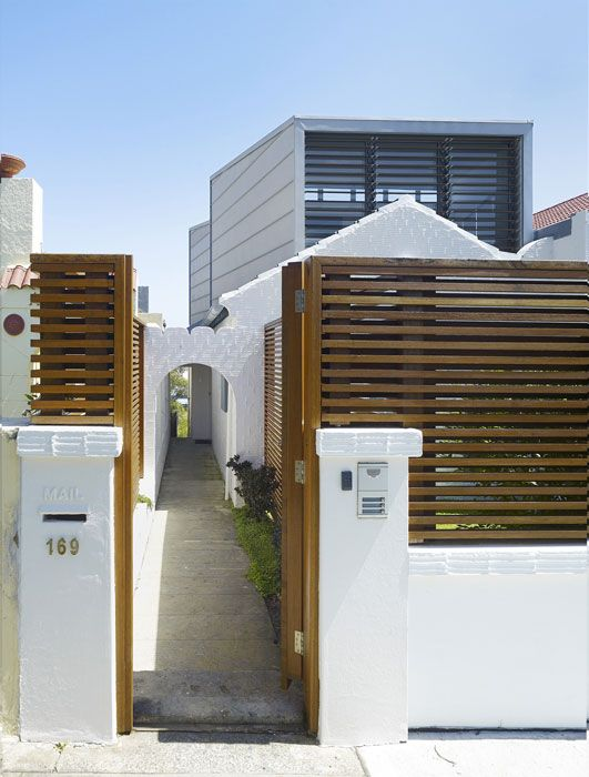 Modern Front House Classic Stytle Wooden Fences Design