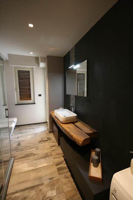 bagno: Bagno in stile in stile Minimalista di Roberta Bonavia Architetto
