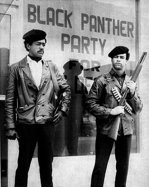 Partido Pantera Negra. Fue una organización política afroamericana de los Estados Unidos, fundada en Oakland, California en 1966 por Huey P. Newton y Bobby Seale. Fue la antítesis del doctor King, no predicaba la no violencia... http://info.nodo50.org/Panteras-negras-Es-la-revolucion.html https://www.youtube.com/watch?v=wkDik667vyY https://www.youtube.com/watch?v=Hjfd--wcwPk http://www.anothermag.com/fashion-beauty/9194/retracing-the-creative-legacy-of-the-black-panthers