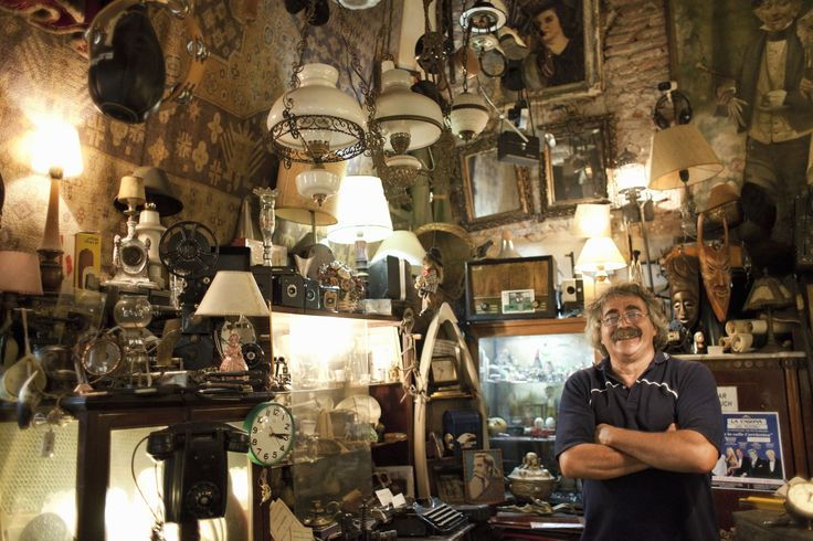 Selling an antique to a dealer can be a great option for garnering quick cash. Peruse these four points for successfully selling antiques to dealers.