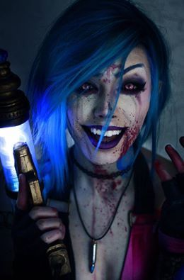 Jinx from League Of Legends Cosplayer: Misdreavus M Cosplay