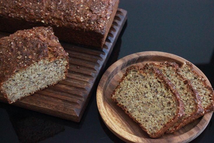 Det er ikke bare kaker og annen søt bakst som dukker opp på kjøkkenet mitt. Jeg baker også brød av den grove typen.