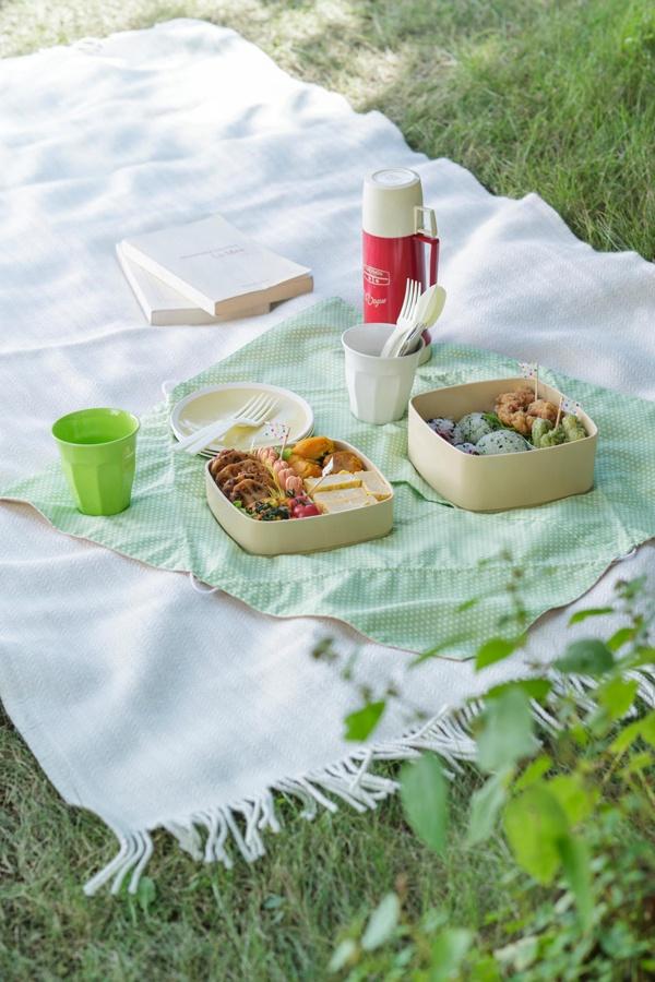 暑さから守るため、内側に保冷シートが入れられる行楽弁当袋です。/主婦のミシンさんに教わるアイデアグッズ(「はんど&はあと」2013年4月号)