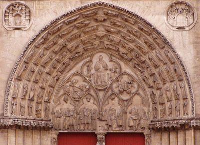 """""""Le siège archiépiscopal de Sens relève d'un passé prestigieux. Il est, jusqu'en 1622, la métropole d'une vaste province ecclésiastique groupant les églises suffragantes de Chartres, Auxerre, Meaux, Paris, Orléans, Nevers et Troyes."""""""