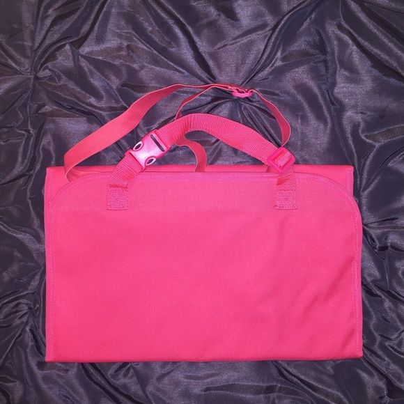 """31"" BAGS IF YOU NEED ORGANIZED THIS ""31""BAG IS PERFECT FOR YOUIF YOU CAN FIT IT IN IT THAN YOUR ORGANIZED ORGANIZE MAKEUP,JEWELRY,CURLING IRONS EVEN YOUR MANS TOOLSNEW NEVER USEDEXCELLENT CONDITION ""31"" BAGS Bags Cosmetic Bags & Cases"
