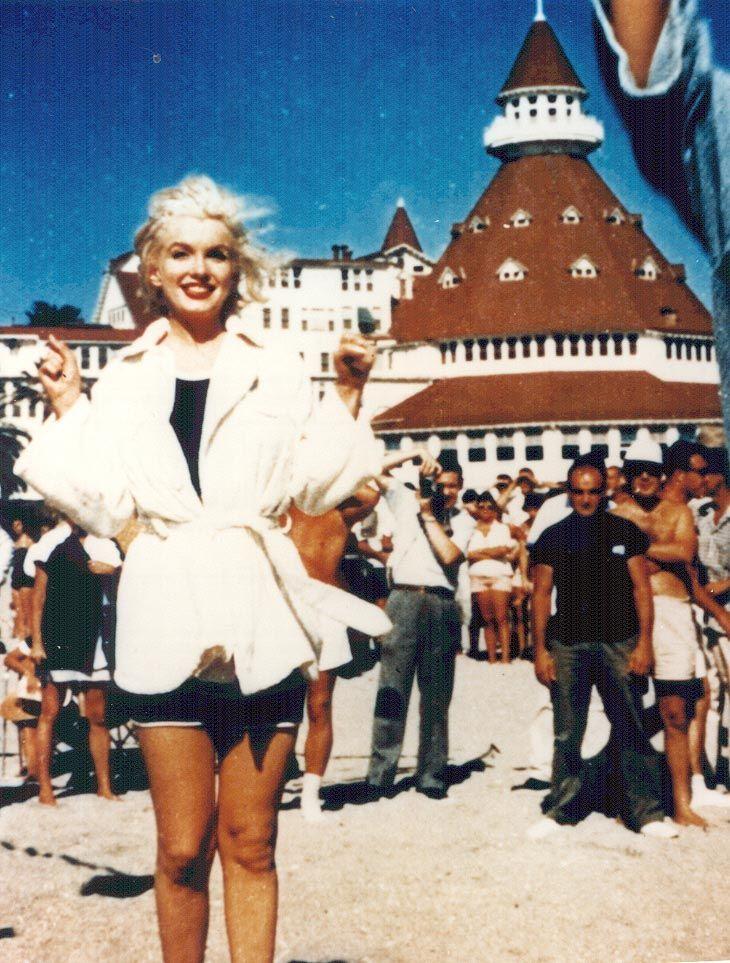 Marilyn Monroe In Some Like It Hot At Hotel Del Coronado