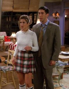 Chic 90's look from Rachel (and Ross) #FRIENDS #INSPIRATION #RACHEL