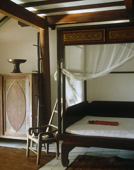 Bedroom Photo - said it was a country style...maybe oriental country