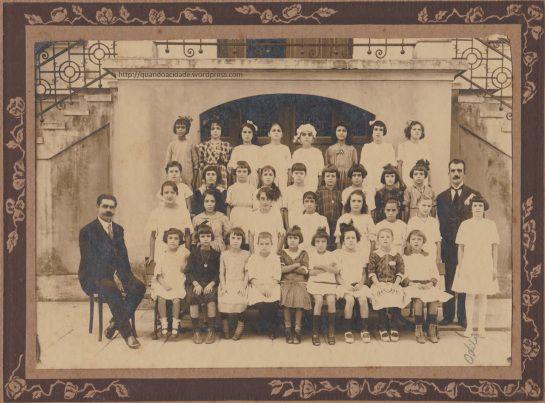 Escola Estadual Conselheiro Antonio Prado, na Barra Funda. A foto antiga, com um 1919 anotado no verso, estava em um sebo em Santos. // A diferentona | quando a cidade era mais gentil