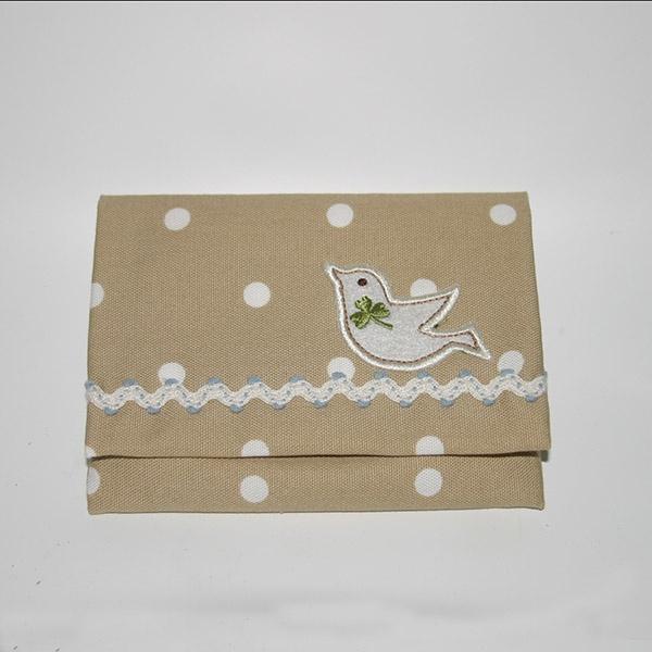 鳥のワッペンと山道テープをつけました。  An emblem of bird and a zigzag tape are added. #pockettissuecase #handmade #手づくり #ジャガーミシン #ティッシュケース #はながみ #レシピ通り