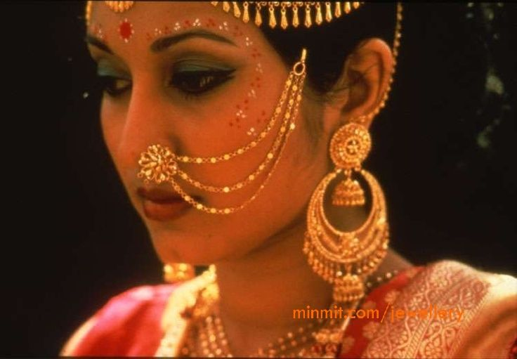 nose accessories of Bengali Bride