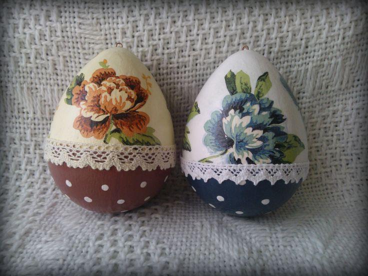 Wielkanocne pisanki - zawieszki, zdobione metodą decoupage :)  więcej na mojej stronie na fb (DecoupageGallery) zapraszam! :)