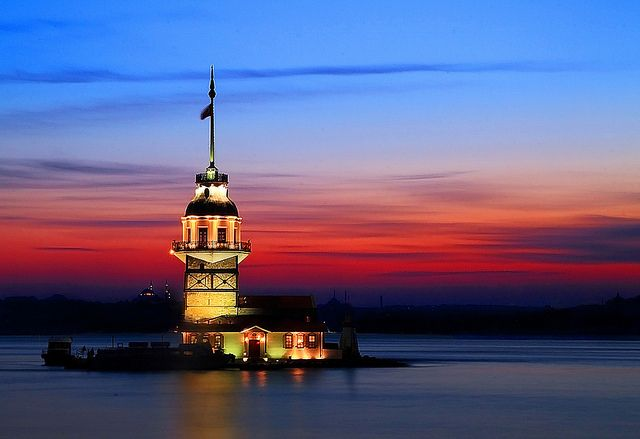 """""""The Maiden's Tower"""" (Turkish: Kız Kulesi), also known as Leander's Tower (Tower of Leandros) since the medieval Byzantine period, is a tower lying on a small islet located at the southern entrance of the Bosphorus strait 220 yards from the coast of Üsküdar in Istanbul, Turkey. - photo by Bahadır Bermek (bahadırbermekphotography), via Flickr"""