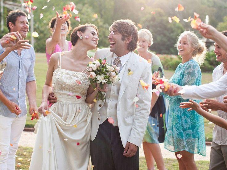 Nicht jeder ist zum Dichter geboren. Doch wenn es um die große Liebe geht, sind passende Hochzeitssprüche für Gästebuch & Co gefragt. Hier finden Sie ein paar tolle Ideen