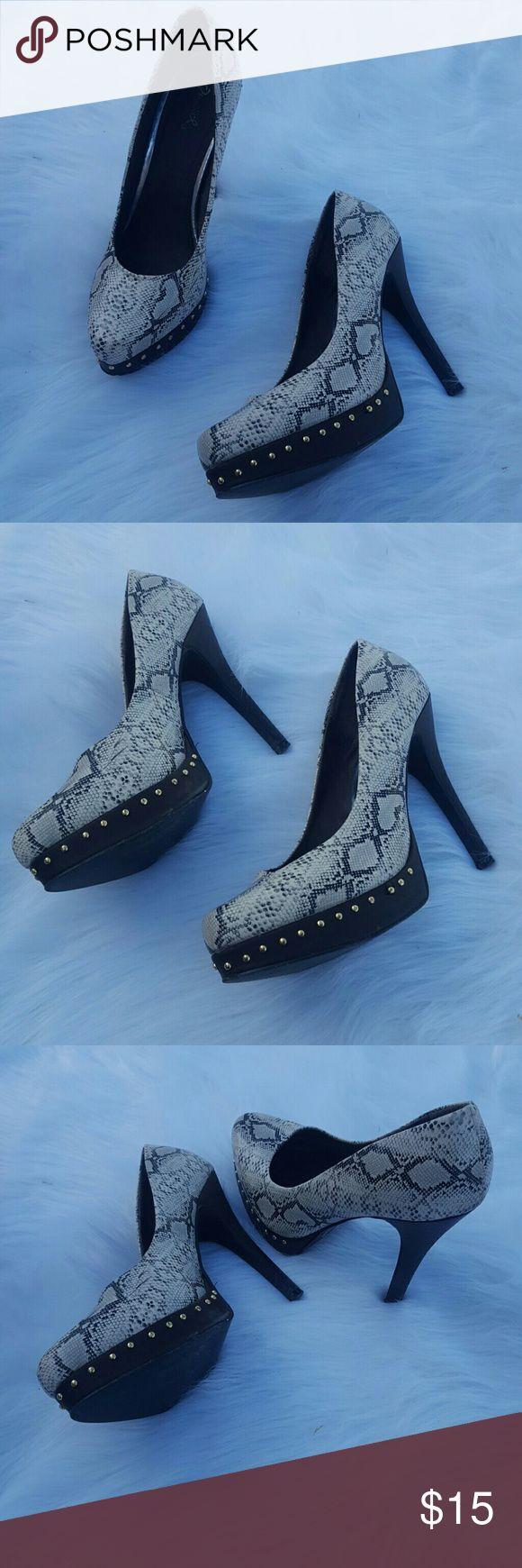 Bone and black snakeskin platform heels Phone and black snake skin colored popcorn Hills Shoes Heels