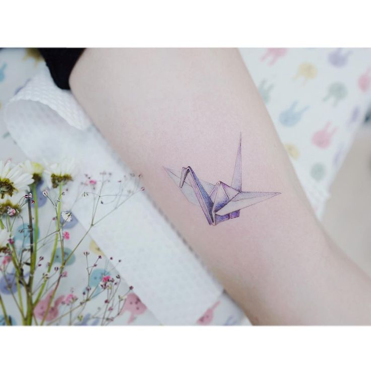 : a Paper crane  . . #tattooistbanul #tattoo #tattooing #papercrane #papercranetattoo #watercolor #colortattoo #inked #타투이스트바늘 #타투 #컬러타투 #종이학